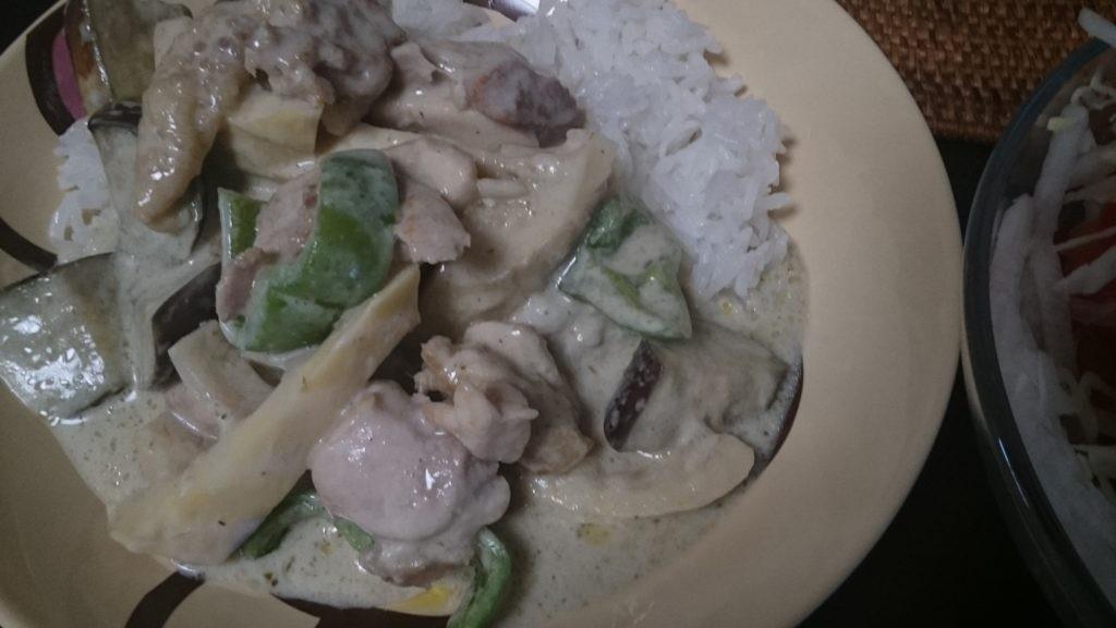 お米食べる糖質制限やってみた グリーンカレー ココナッツオイルで炊いたタイ米