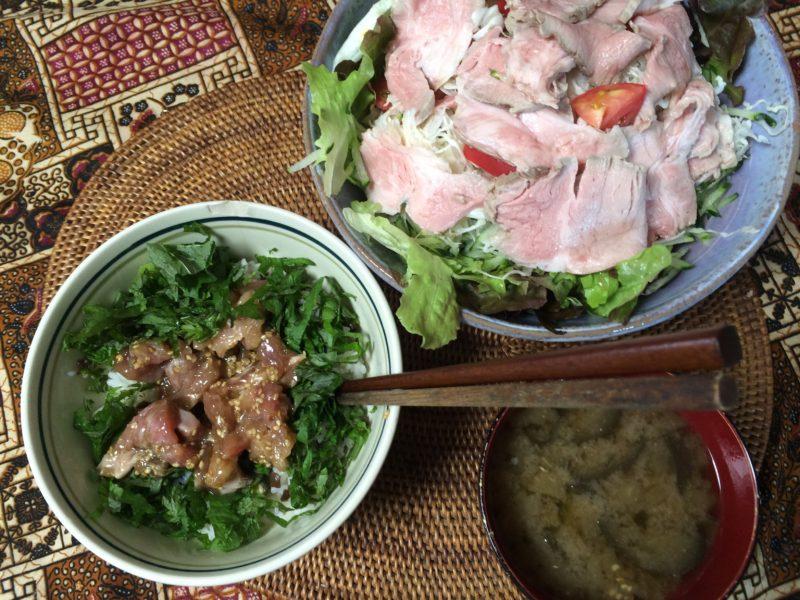 糖質制限中でも米を食べる マグロ丼 豚肉サラダ お味噌汁ダイエット