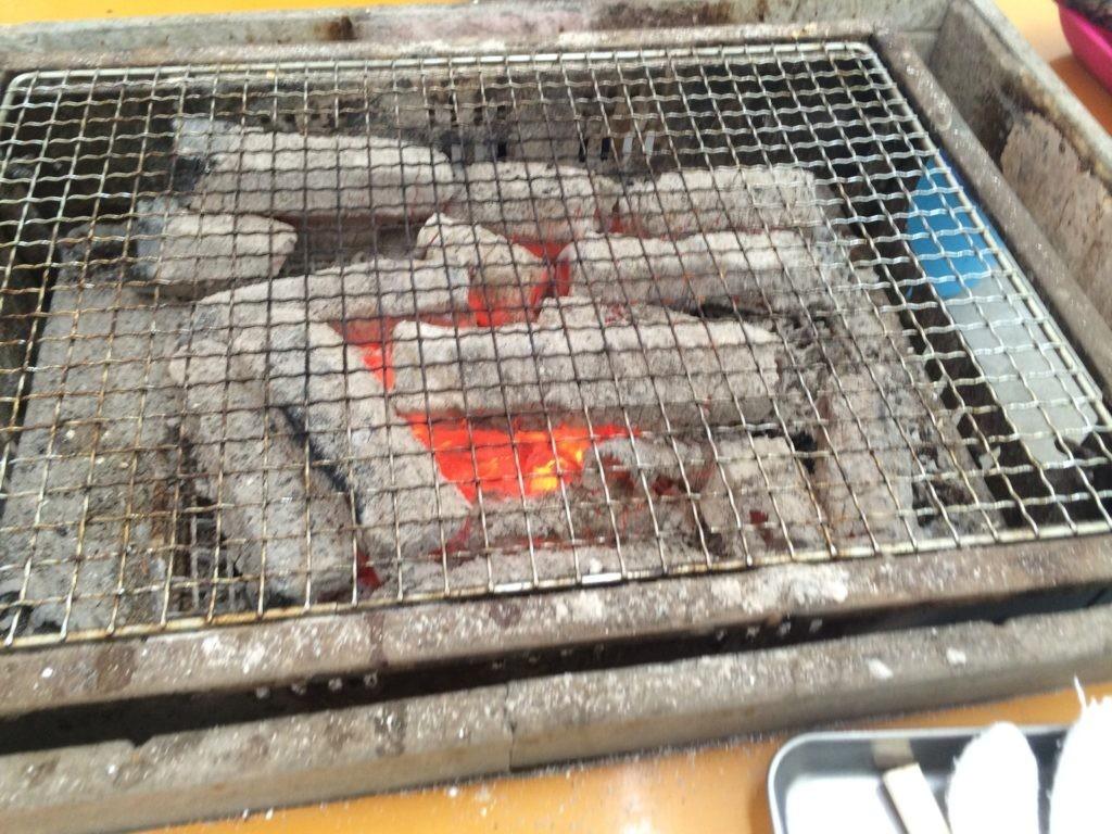 糸島の牡蠣小屋 炭火