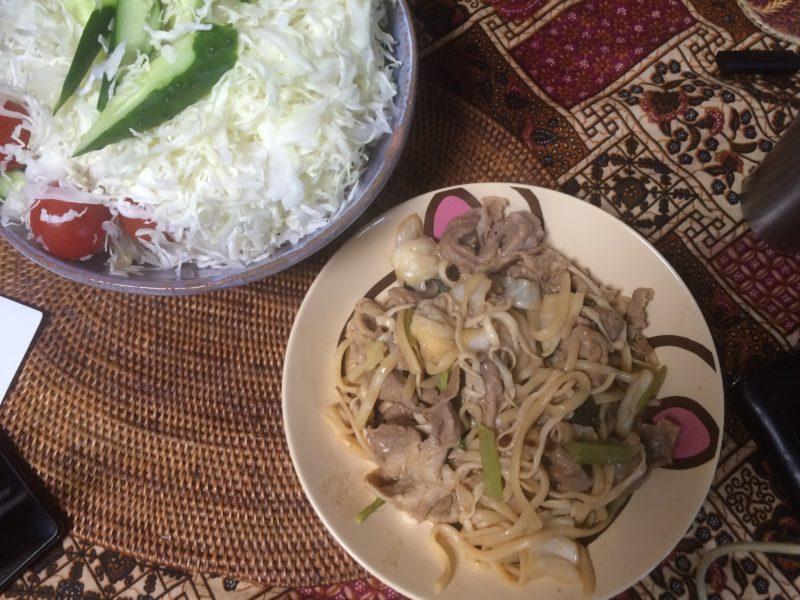 21日目焼きコンニャク麺 キャベツサラダ カシェットの凄いメロンパン 糖質制限ダイ