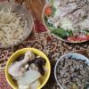 2日目ヒジキ白滝枝豆鮭混ぜご飯、豚肉サラダ、トリカワ大根きくらげ、もやし。ダイエ